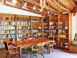 Library of the Red Creek Lodge.